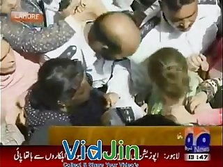 Punjab Assembly Women Fights cameraman touch woman ass back   Tune.pk